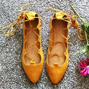 Old Navy mustard lace up flat sz 10 (A07)